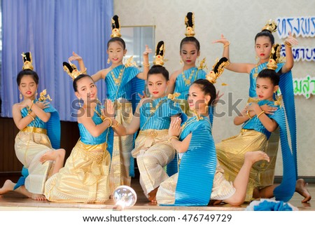 BANGKOK, THAILAND - AUG 11, 2016: thai student elementary school, thai Culture Dance in pieamsuwan school Bangkok, Thailand, 11 Aug 2016.