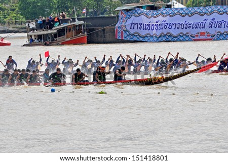 BANGKOK, THAILAND-AUG 25: Unidentified crew in traditional Thai long boats compete during King's Cup Traditional Long Boat Race Championship at Rama 8 Bridge on August 25, 2013 in Bangkok ,Thailand.
