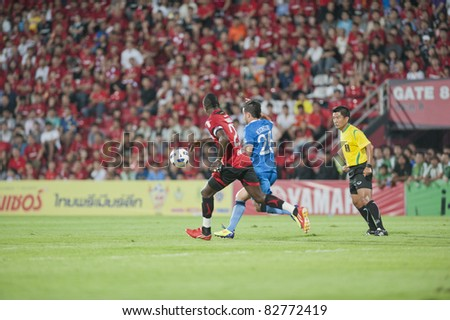 BANGKOK THAILAND- AUGUST 10 : F.Michelini (blue) in action during Thai Premier League (TPL) between Muangthong United vs Bangkok Glass Fc on August 10, 2011 at Yamaha Stadium Bangkok, Thailand