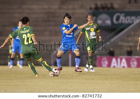 BANGKOK THAILAND- AUGUST 6 : Hironori Saruta (B) in action during Thai Premier League (TPL) between Army Utd. (green) vs Bangkok Glass fc (Blue) on August 6, 2011 at Army Stadium in Bangkok Thailand