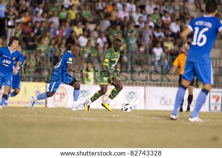 BANGKOK THAILAND- AUGUST 6 :Madengue Emmanuel (L) in action during Thai Premier League (TPL) between Army Utd. (green) vs Bangkok Glass fc (Blue) on August 6, 2011 at Army Stadium in Bangkok Thailand