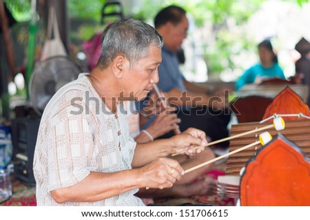 Bangkok, Thailand - August 4 :   Thai music band are playing a Alto xylophone at floating market Thalingchun on August 4, 2013  in Bangkok, Thailand