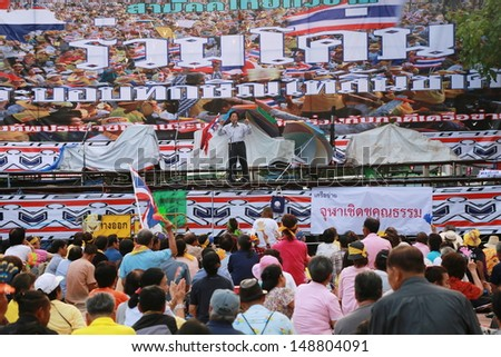 BANGKOK,THAILAND-AUGUST 5 : Unidentified people from anti-government group called Pitak Siam listen to Air Marshal Watchara Ritthakanee speech  at Lumphini Park on August 5, 2013 in Bangkok, Thailand. - stock photo