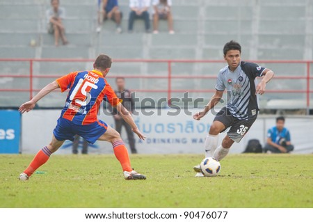 BANGKOK, THAILAND - DECEMBER 7 : P.Wansri (G) in action during Thai Premier League (TPL) between Thai Port FC (O) vs Chonburi FC (G) on Desember 7, 2011 at PAT Stadium in Bangkok, Thailand