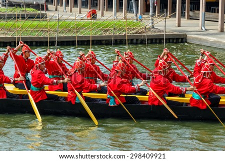 BANGKOK, THAILAND - DECEMBER 17: Thai Royal Barge in Bangkok, Thailand on December 17, 2014. Unidentified group of Thai royal marines re���·hearse the sail of the Thai royal barge procession - stock photo