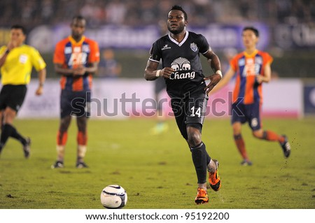 BANGKOK,THAILAND-FEB 4:Frank Ohandza of Buriram PEA (blue) in action during the Toyota league cup  Buriram PEA and Thai Port FC.at National Stadium on FEB 4, 2012 in Bangkok, Thailand.