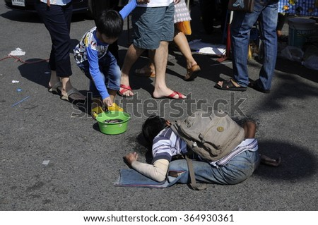 Bangkok Thailand - January 1, 2016 : beggar asked for money help  from passers by along the road to come.