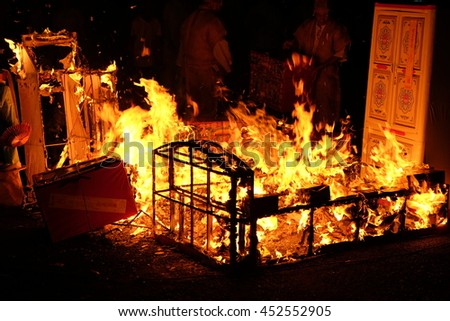 Bangkok,Thailand  - JULY 10 : Thai-Chinese people burn gold-silver paper and useful things to the ancestor in funeral on 2016 JULY 10 in Samlae temple,Bangkok,Thailand