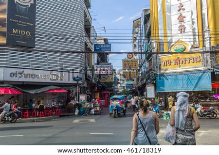 BANGKOK, THAILAND - JULY 31: Yaowarat Road, It's the main centre for trading by the Chinese community. It well known for variety of foodstuffs, Gold shop and food street at night time on July 31, 2016