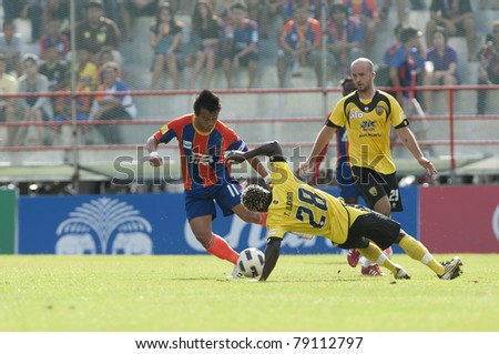 BANGKOK THAILAND- JUNE 11 : J.Mukkarom (red) in action during Thai Premier League (TPL) between thai port fc (Orange) vs Khonkaen fc (yellow) on June 11, 2011 at PAT Stadium in Bangkok Thailand