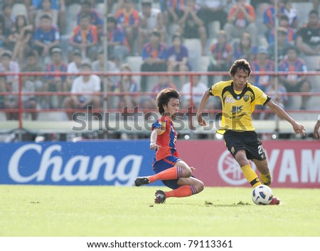 BANGKOK THAILAND- JUNE 11 : K.Hemvepat (R) in action during Thai Premier League (TPL) between thai port fc (Orange) vs Khonkaen fc (yellow) on June 11, 2011 at PAT Stadium in Bangkok Thailand