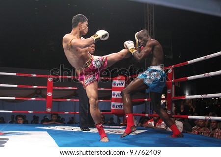 BANGKOK, THAILAND- MARCH 16 : Suriya Prasathinpimai (R) VS Chike Bangkokboxing (B) in the 2012 World Amateur Muaythai Championships on March 16, 2012 at National Stadium in Bangkok, Thailand - stock photo