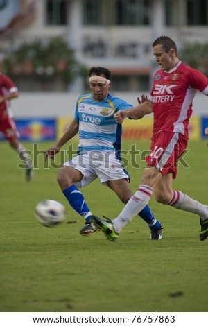 BANGKOK, THAILAND- MAY 7 : I.Brozovic (R) in action during Thai Premier League (TPL) between BEC Tero Fc (Red) vs Pataya Utd. (Blue) on May 7, 2011 at thebhussadin Stadium in Bangkok, Thailand
