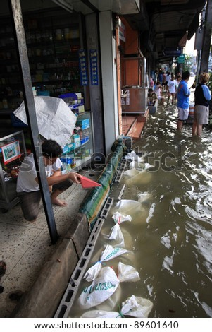 BANGKOK, THAILAND - NOVEMBER 17 : Flooding in Samsen Road after the heaviest rains in 20 years in Thailand on Nov 17, 2011 in Bangkok, Thailand