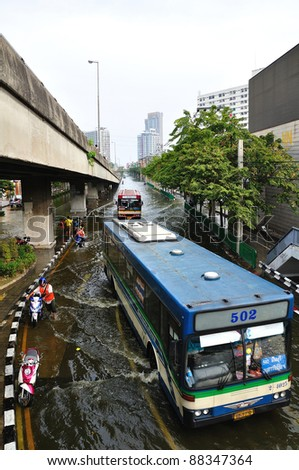 BANGKOK, THAILAND - NOVEMBER 05 : Heavy flooding from monsoon rain in Ayutthaya and north Thailand arriving in Bangkok on November 05,2011 Bangkok, Thailand,At Paholyothin & Ladprao Rd.