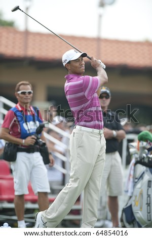 BANGKOK THAILAND - NOVEMBER 8 : Tiger Wood Action at Amata Spring on November 8, 2010 in Bangkok Thailand.