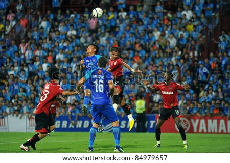 BANGKOK THAILAND-SEP18:Arnont Sungsranoi of Muangthong United in action during Toyota League Cup between Mtutd(R) and Chonburi Fc(B) at Yamaha Stadium on September18, 2011 Bangkok Thailand