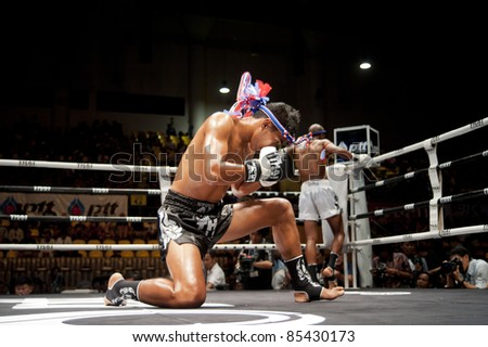 BANGKOK, THAILAND- SEPTEMBER 25 : Unidentified players in Thai Fight: Muay Thai. World's Unrivalled Fight on September 25, 2011 at Thammasat University Convention Center, Bangkok, Thailand