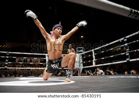 BANGKOK, THAILAND- SEPTEMBER 25 : Unidentified playersin Thai Fight:Muay Thai. World's Unrivalled Fight on September 25, 2011 at Thammasat University Convention Center, Bangkok, Thailand - stock photo
