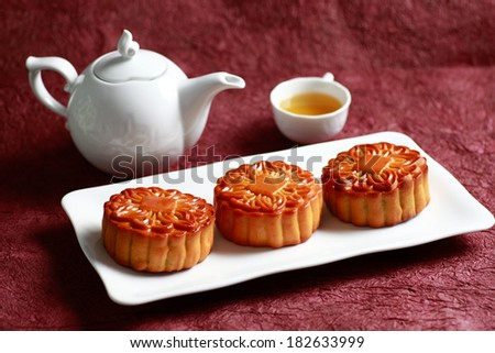 BANH TRUNG THU (vietnamese language) Moon cakes and teapot, Chinese mid autumn festival food - stock photo