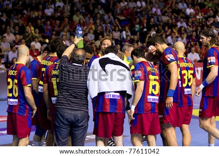 BARCELONA - APRIL 24:Players of FC Barcelona during the handball Champions League match between Barcelona and THW Kiel on April 24, 2011 in Barcelona, Spain. Final score 27 - 25.