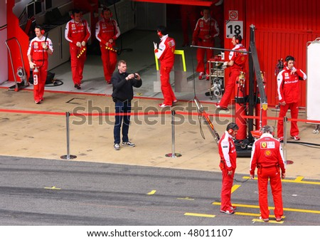 BARCELONA - FEBRUARY 28: Mechanics in the pit wait for Felipe Massa (Ferrari) during Formula One Teams Test Days at Catalunya circuit February 28, 2010 in Barcelona.