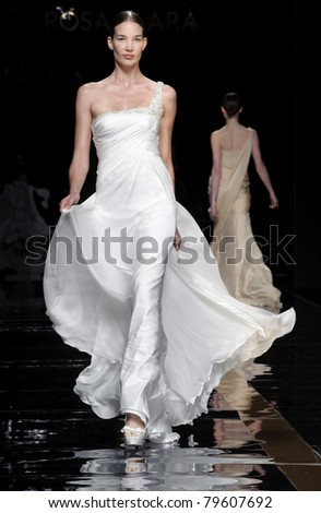 BARCELONA - MAY 10: A model walks on the Rosa Clara catwalk during the Barcelona Bridal Week runway on May 10, 2011 in Barcelona, Spain. - stock photo