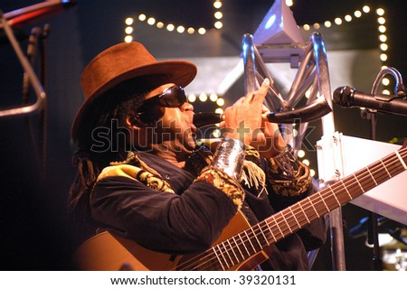 BARCELONA - MAY 22: The Brazilian musician Carlinhos Brown in his Barcelona concert at Razzmatazz venue on May 22, 2003 in Barcelona, Spain.