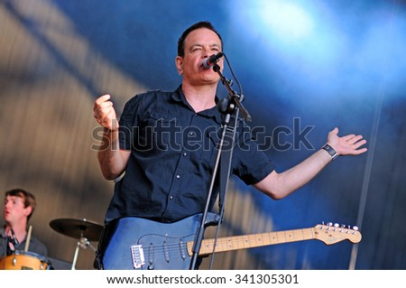 BARCELONA - MAY 30: The Wedding Present (band) in concert at Arc de Triomf for free on May 30, 2012 in Barcelona, Spain.