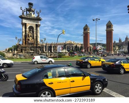 BARCELONA, SPAIN - APRIL, 2015: Traffic around famous Placa Espanya in Barcelona - stock photo