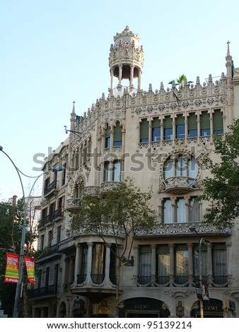 BARCELONA, SPAIN - AUG 3: Traditional Barcelona street light at Plaza Real, on Aug 3, 2008, Barcelona, Spain - stock photo