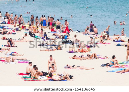Beach Crowd Stock Images Royalty Free Vectors