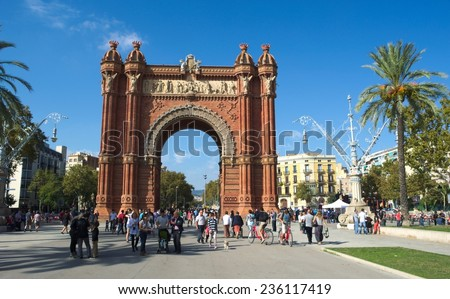 BARCELONA, SPAIN, OCTOBER 24, 2014:  people are passing by through the alley leading to the arc de triomphe in barcelona.