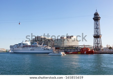 BARCELONA, SPAIN-SENTYABR 30: The tourist ship in the port of Barcelona, Spain, September 30, 2013. Barcelona - one of the major tourist points in European routes.