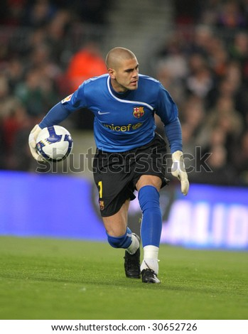 BARCELONA, SPAIN : Victor Valdes Spanish Futbol Club Barcelona player in action during the match between FC Barcelona and Athletic Bilbao in Nou Camp Stadium in Barcelona, Spain. March 7, 2009.