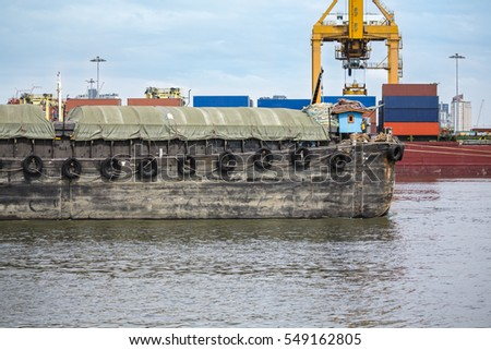 barges carrying agricultural products bulk cargo ship to harbor freight
