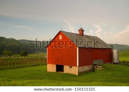 Barn in Ohio at sunrise