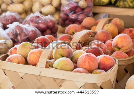 Baskets of peaches for sale at farmers market
