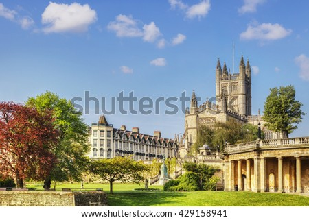Bath Abbey on a fine spring day. On the right is the Colonnade, and on the left is Orange Grove. Somerset, England, UK