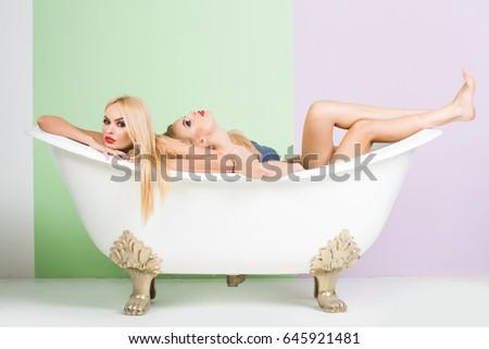 Indian babe lesbian bath tub | Porno photos)
