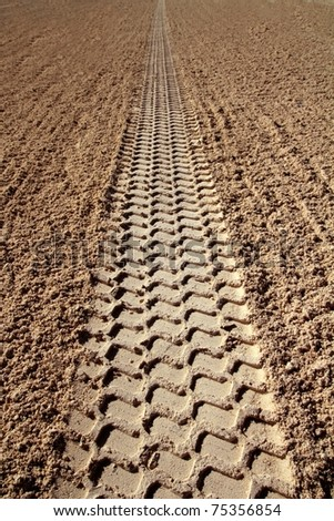 beach sand tires print perspective to infinite Caribbean cleaning tractor