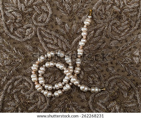 Bead of natural white pearls from India .