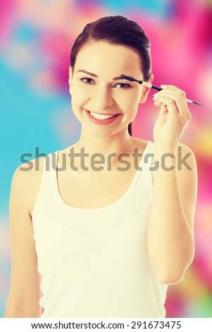 Beautiful caucasian woman brushing eyeshadow