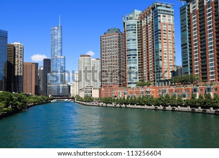 Beautiful Chicago River and skyline
