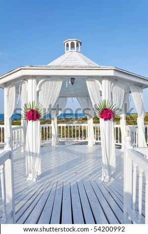 Beautiful pavilion set in a hotel beach. The perfect setting for a wedding or renewal ceremony. Cuba