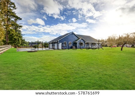 Horse ranch washington state usa horse stock photo for Beautiful rambler homes