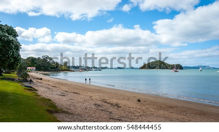 Beautiful sandy beach of Paihia in the Bay of Islands in the northern part of the North Island of New Zealand.