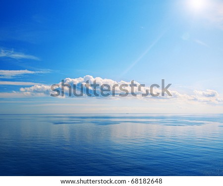 Beautiful sea and cloudy sky with sun