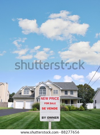 Beautiful Suburban Home for Sale (Se Vende) Bilingual Text on Front Yard Lawn of Beautifully Landscaped Residential Neighborhood Residence - stock photo