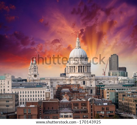 Beautiful sunset over London skyline. St Paul Cathedral and city buildings.